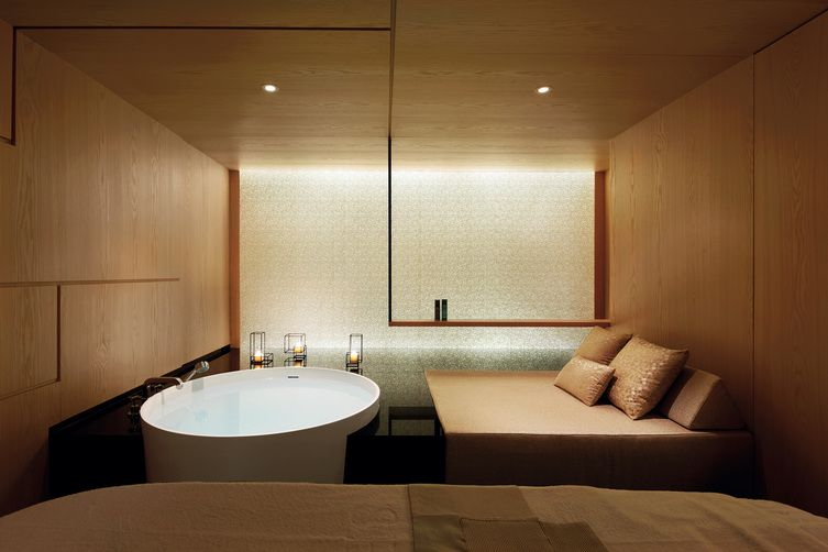 Wanna wolnostojąca w pokoju kąpielowym z Bellamica