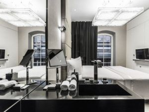 Nowoczesne płytki z salonu łazienkowego w Piekarach Śląskich w Hotelu Blow Up