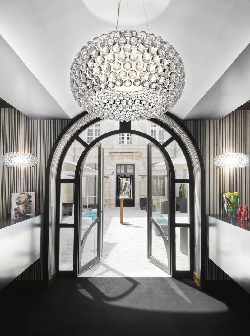 Wnętrze w stylu glamour projektu Foscarini w Bellamica