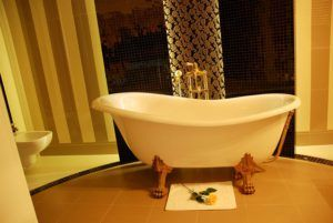 Klasycystyczne płytki z salonu łazienek Bellamica w Pałacu Borynia