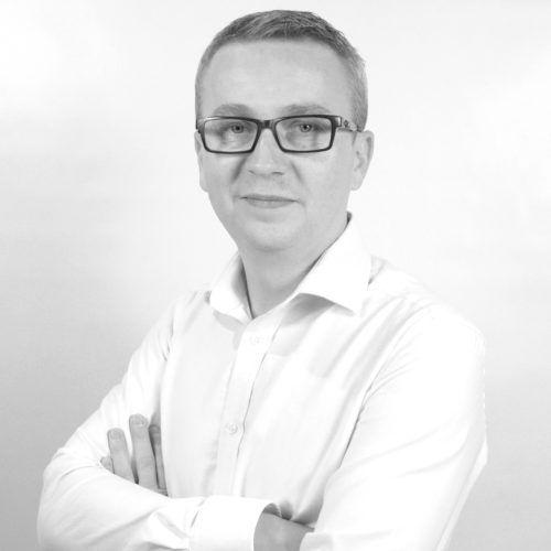 Wojciech Goźliński pracownik salonu z włoskimi płytkami